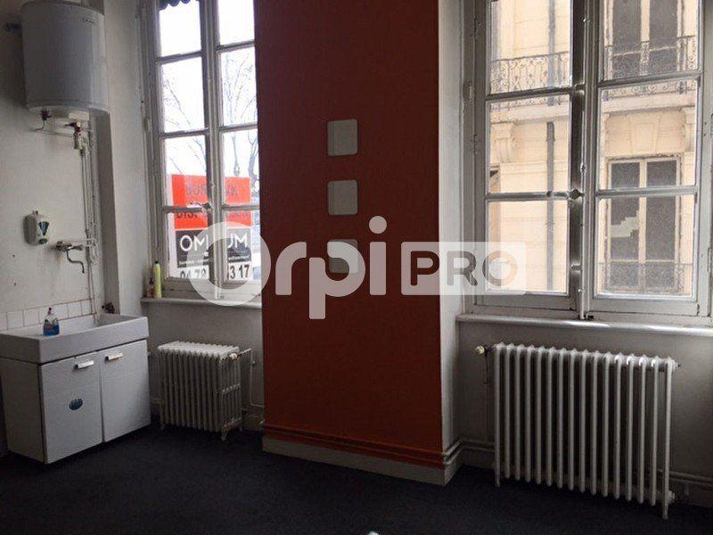 Bureaux à louer 0 180m2 à Lyon 2 vignette-2