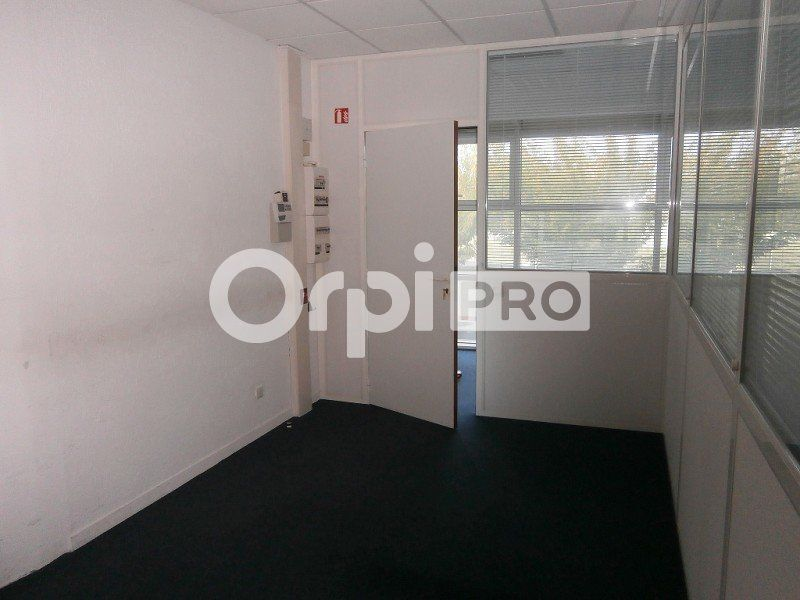 Bureaux à louer 0 88m2 à Saint-Cyr-sur-Loire vignette-3