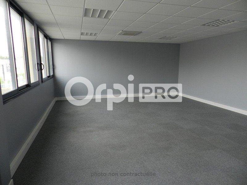 Bureaux à louer 0 96m2 à Pontault-Combault vignette-2