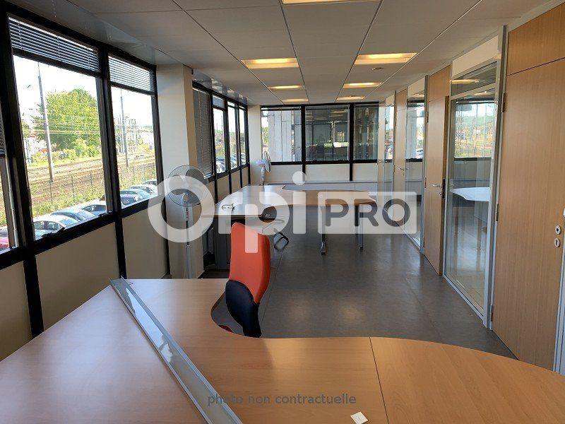 Bureaux à louer 0 565m2 à Compiègne vignette-3