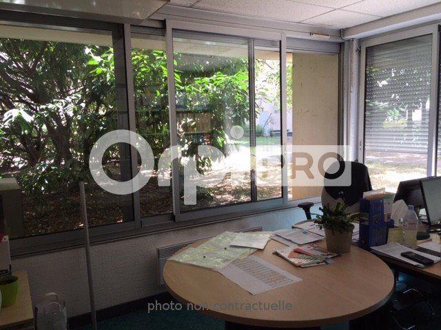 Bureaux à louer 0 150m2 à Lyon 7 vignette-1