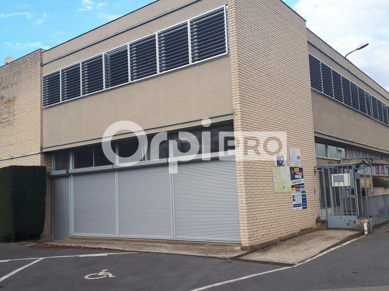 Bureaux à louer 0 323m2 à Senlis vignette-1