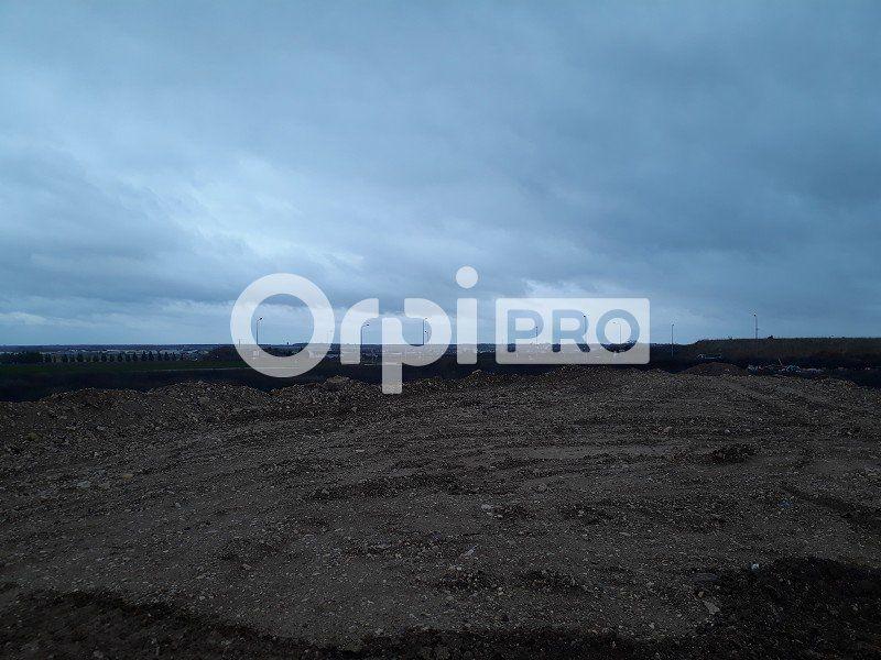Terrain commercial à louer 25000m2 à Bourges