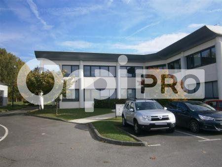 Bureaux à louer 852m2 à Lacroix-Saint-Ouen