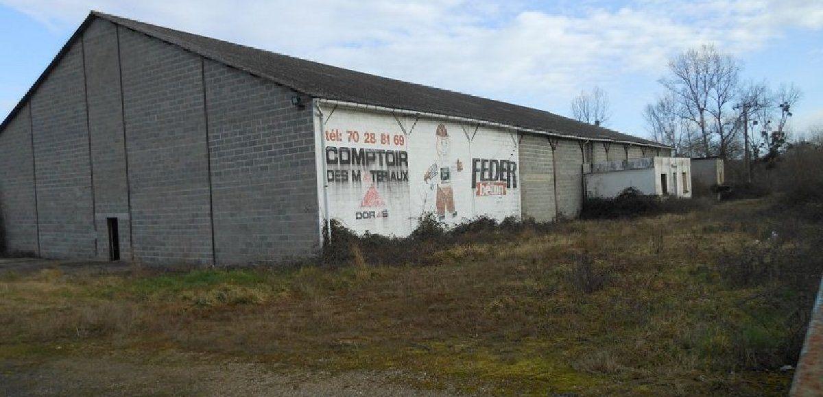 Entrepôt à vendre 2100m2 à Saint-Victor